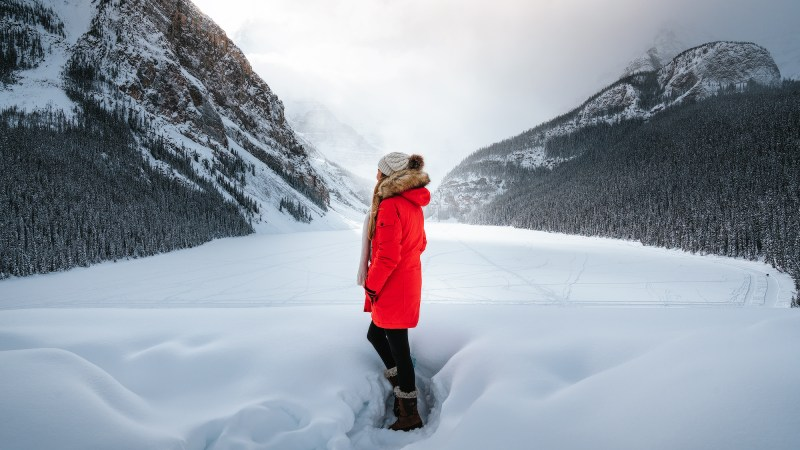 9-Best-Winter-Adventures-in-Banff-Canadia-Lake-Louise-BANNER