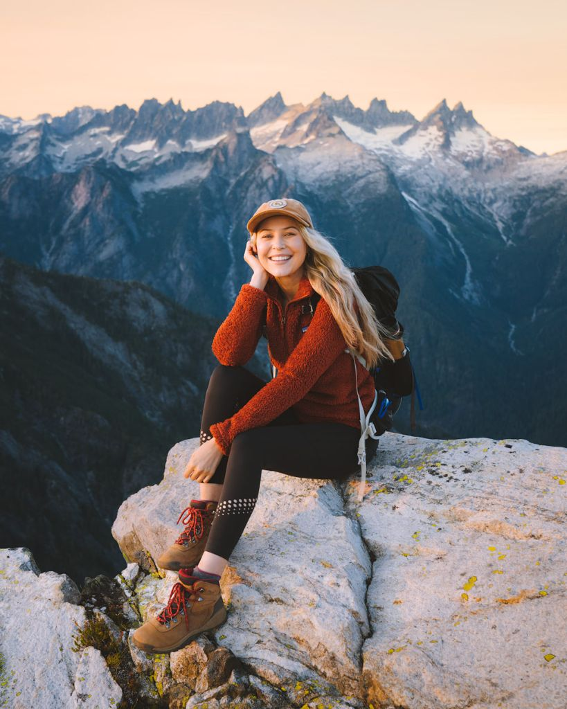 What to wear hiking as a woman - cute hiking boots for women