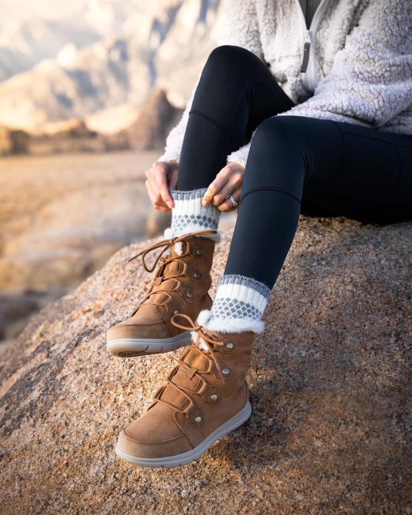 Best-Gifts-For-Outdoor-Lovers-2020---Women's-Winter-Boots-and-Cozy-Socks
