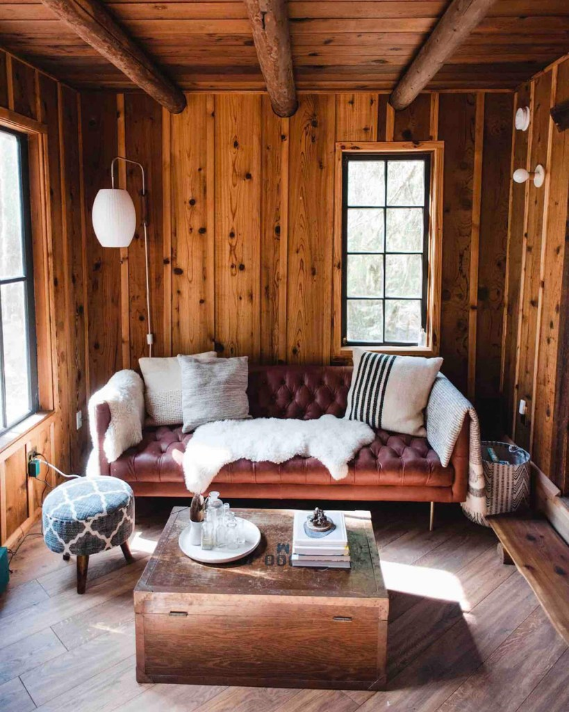 24 Dreamy Oregon Cabins You Can Rent - The Hide and Seek Cabin Living Room