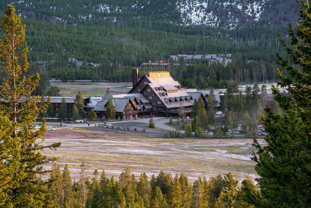 Best National Parks to Visit in Spring - Yellowstone National Park Spring Travel Guide - Old Faithful