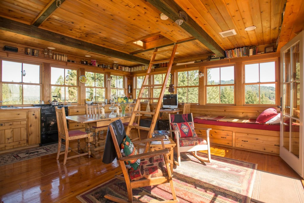 Unique Treehouse You Can Rent In Oregon - Summit Prairie Lookout Tower