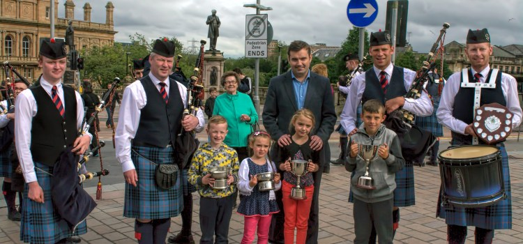 Paisley and Renfrewshire North MP congratulate Johnstone Pipe Band