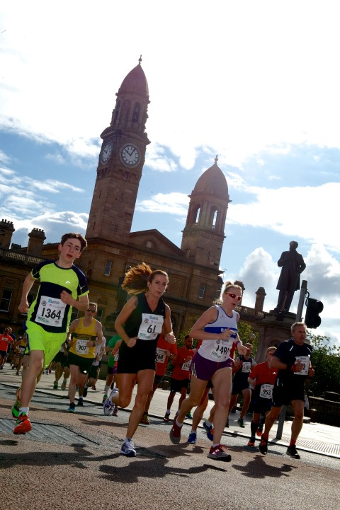 Runners run by Paisley town hall