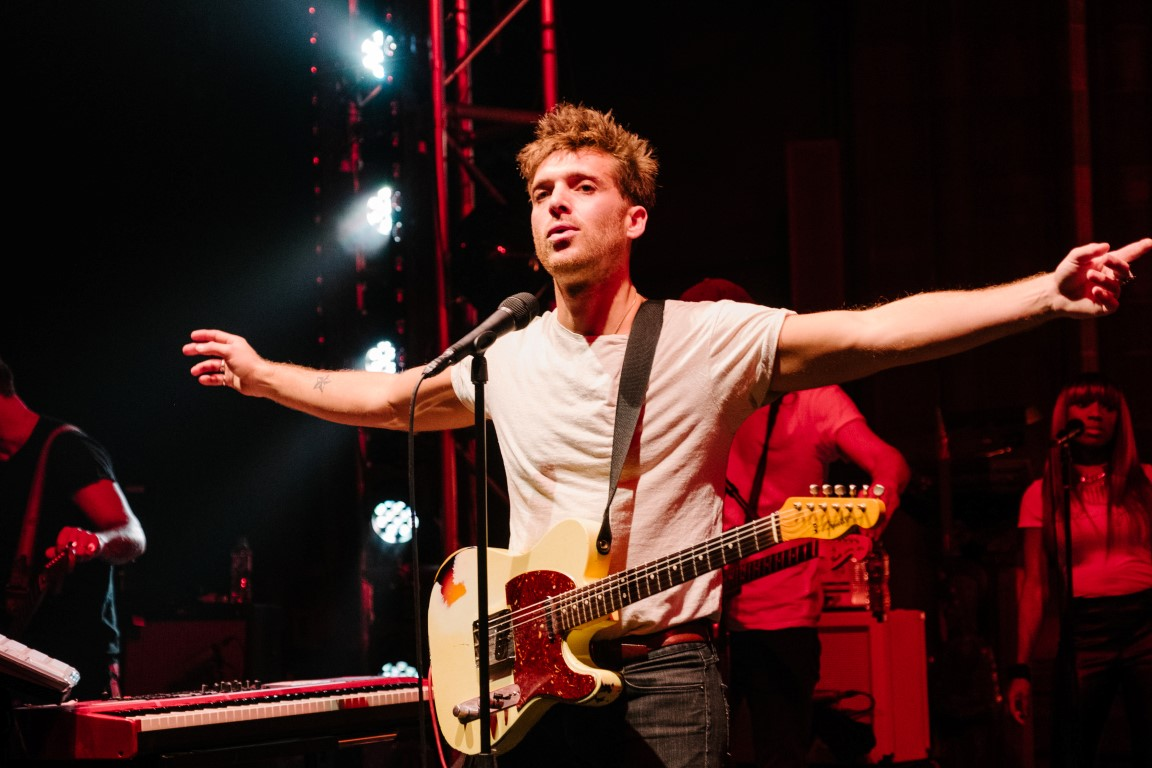 Paolo Nutini wows Paisley crowd with Paisley Abbey homecoming show