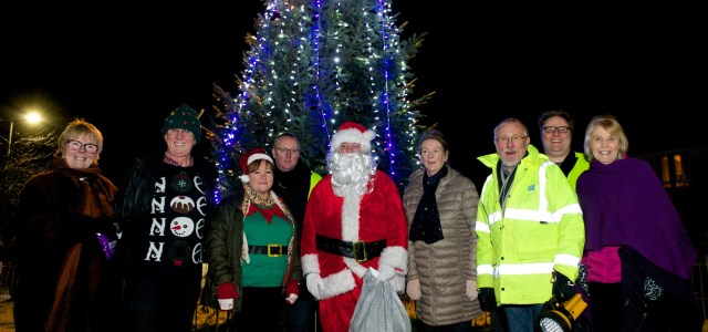 Howwood residents come together for Christmas light switch on – with their biggest tree ever