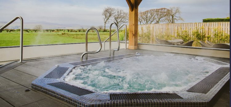 Bowfield Hotel opens new outdoor hydrotherapy pool