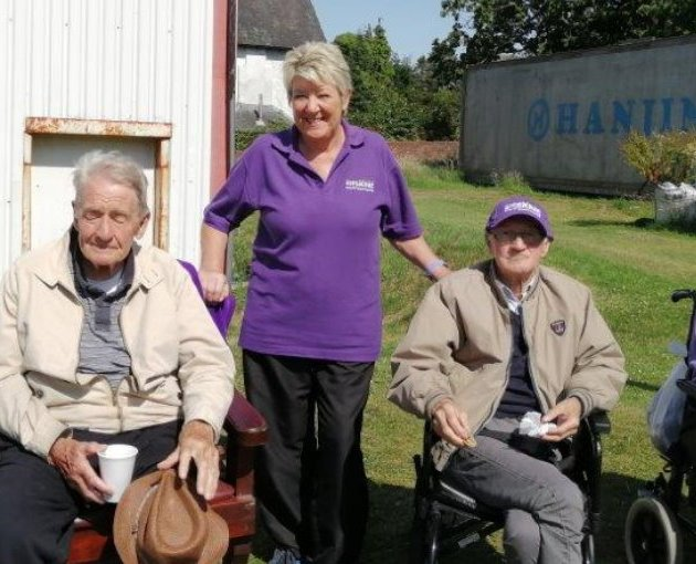 Veterans enjoy a day out to watch Johnstone Burgh