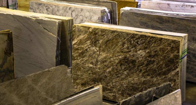 Le marbre, le revêtement à la pointe de la tendance