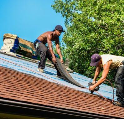 Quels sont les critères à prendre en compte pour les travaux de toiture?