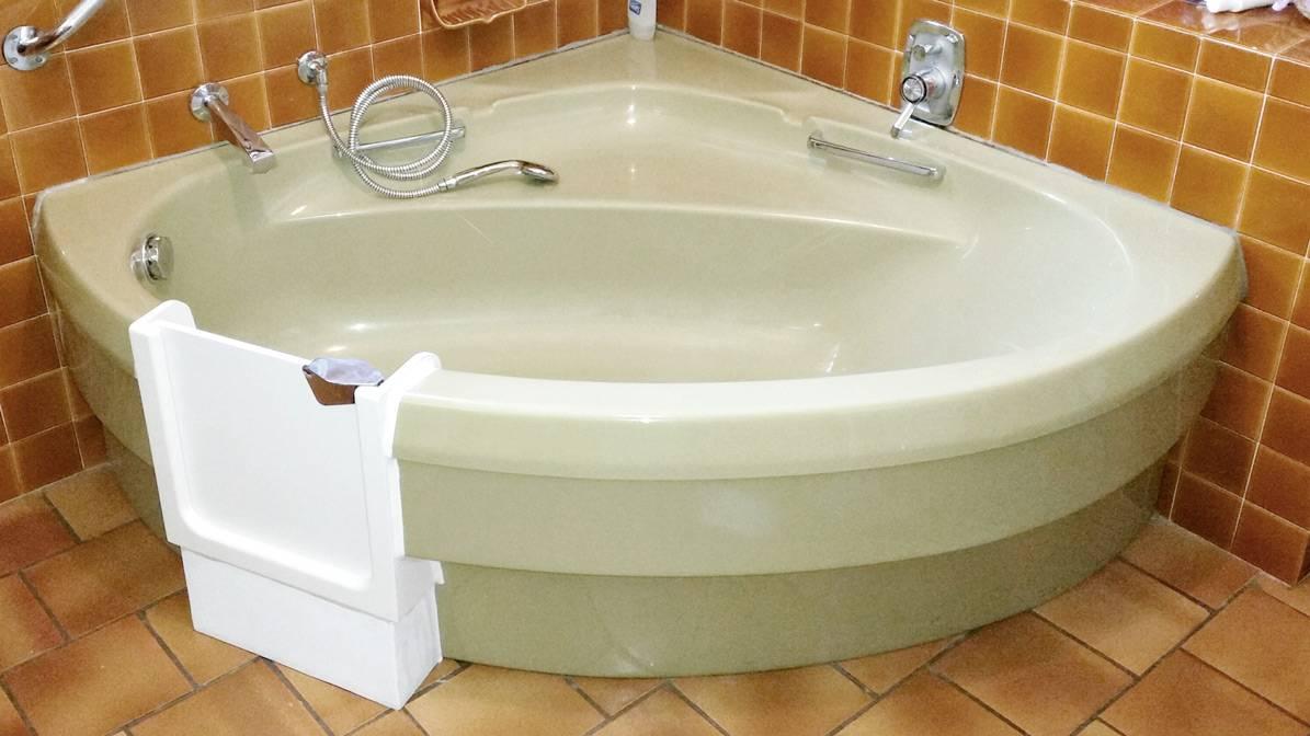 ouverture d une baignoire d angle avec