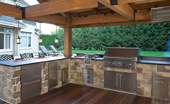 Top outdoor living space amenities