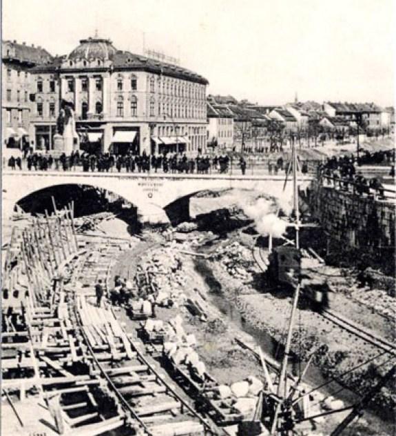 1913 - Regulacija Ljubljanice. Ljudje so bili bojda nejevoljni.