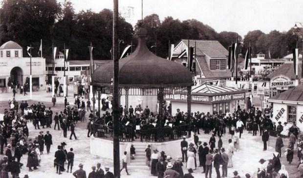 1921 - Godbeni paviljon na velesejmu (med današnjim kopališčem Ilirija, Celovško cesto in Tivolijem)
