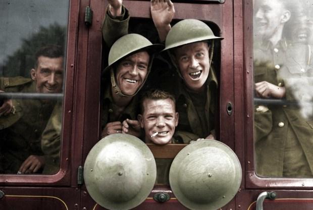 Britanski vojaki na poti na zahodno fronto, Anglija, 20. september 1939 (foto: BenAfleckIsAnOkActor/Reddit)