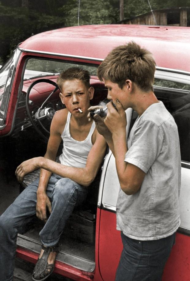 Mladeniča z dimom, 1964 (foto: Shorpy)