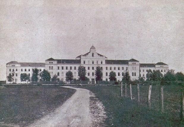 1905 - sveže zgrajen Zavod sv. Stanislava v Šentvidu