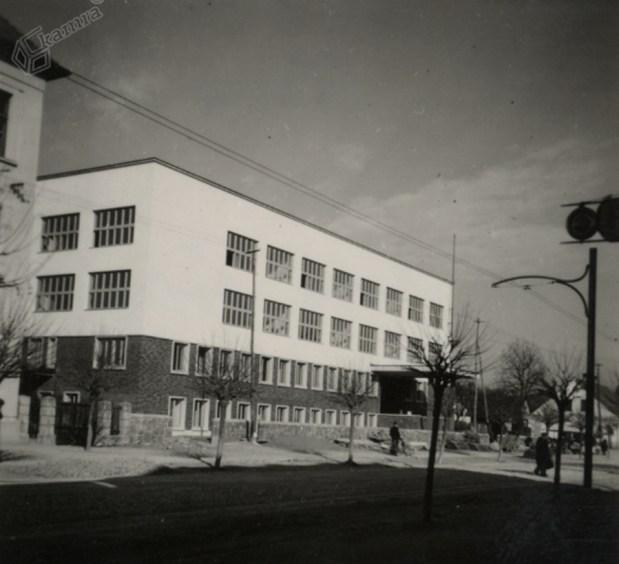 1940 - sveže zgrajena gimnazija Vič