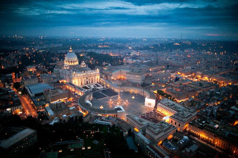 Vatikan: Davčna oaza in dobičkonosen holokavst