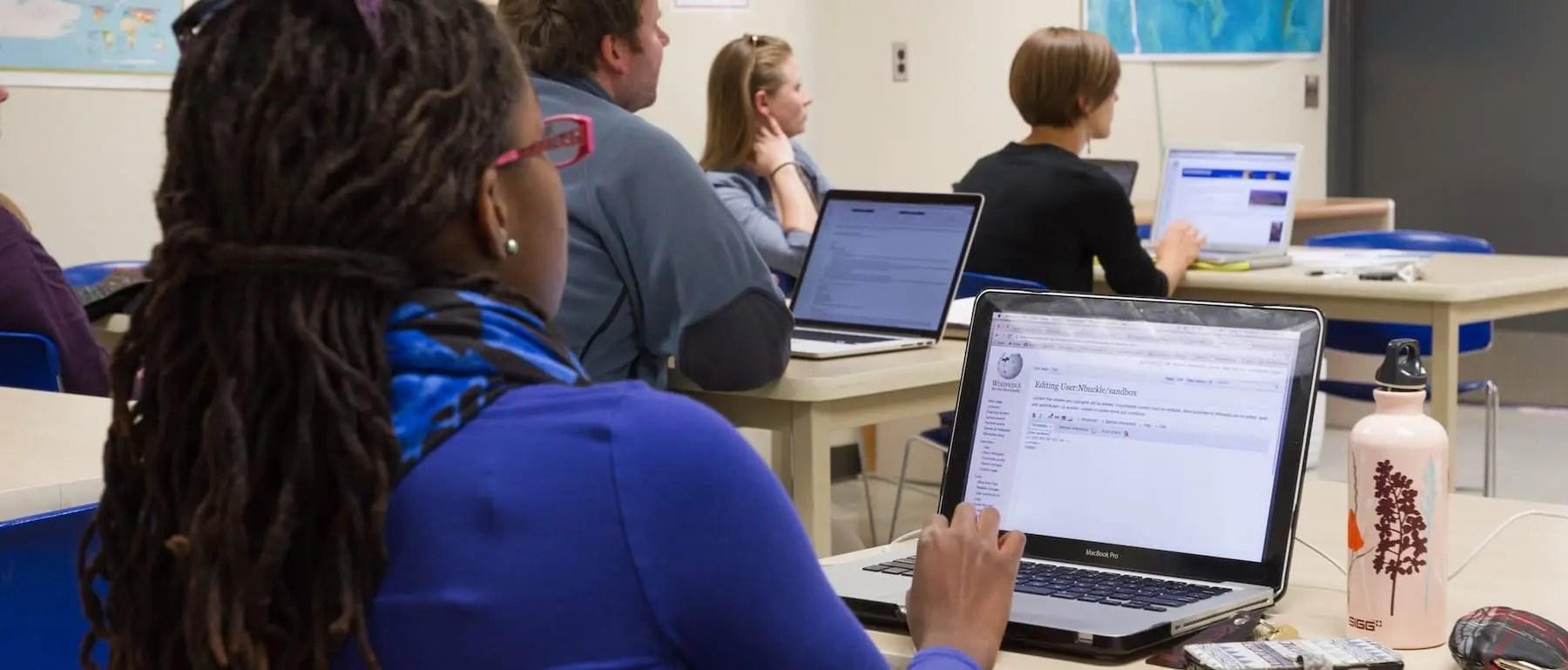 MacBook Student Rent