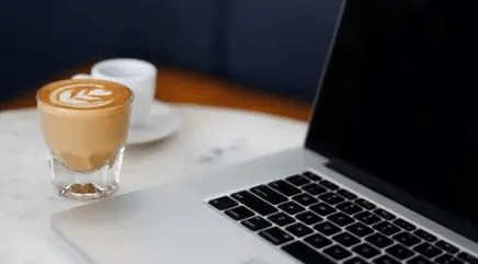 macbook koffie water