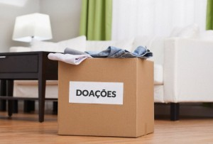 USA, Illinois, Metamora, Cardboard box with clothes in living room