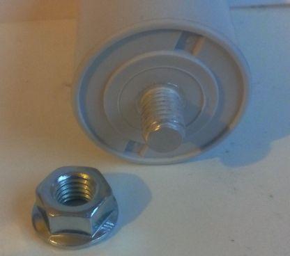Condensateur détail écrou de fixation