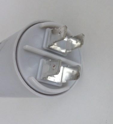 Condensateur 7uf 425v 475v détail des cosses