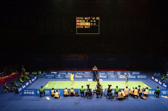 Wang Zhengming (en bleu) contre Huang Yuxiang (en jaune). Finale MS.