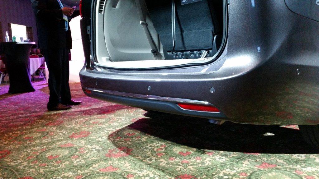 2017 chrysler pacifica limited vehicle features (18)