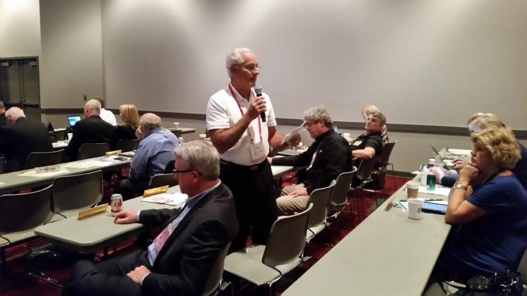 Joe Lubrano of J&E Auto Body talks during the open mic of the November 2016 Collision Industry Conference. (John Huetter/Repairer Driven News)