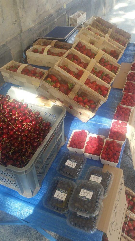 Κόκκινα φρούτα, κεράσια, φράουλες, raspberries Βαρσοβία
