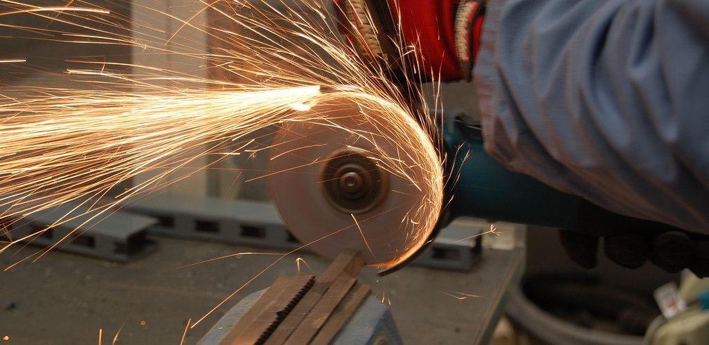 Seguridad con maquina de cortar hierro la radial o amoladora for Cortar madera con radial