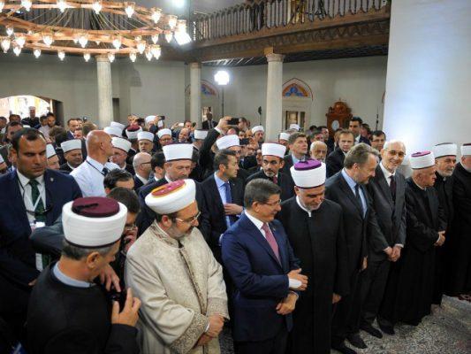 Davutoglu në Banja Luka në hapjen e xhamisë Ferhadija. Foto: BETA
