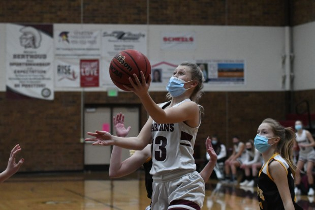 Berthoud senior guard Breanna Fowler drives ...