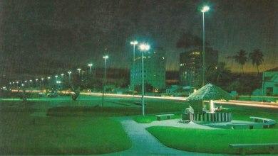Photo of Orla da Pajuçara à noite, calminha, na década de 80