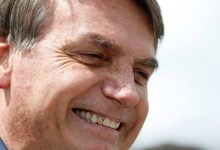 Photo of MANIFESTAÇÃO DE APOIO! Bolsonaro cumprimenta apoiadores em ato em Brasília