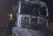 Photo of Caminhão pega fogo na AL-115, em Palmeira os Índios