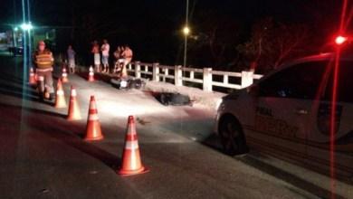 Photo of Motociclista morre após atropelar cavalo e bater em mureta na AL- 465, em Porto Calvo