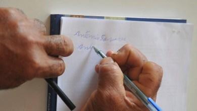 Photo of Taxa cai levemente, mas Brasil ainda tem 11 milhões de analfabetos