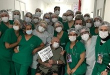 Photo of Idoso de 104 anos recebe alta do Hospital da Mulher após se recuperar da Covid-19
