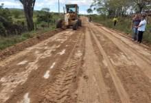 Photo of Prefeitura Municipal de Canapi recupera estradas vicinais do município; Assista!