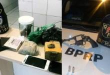 Photo of Em ações distintas, Radiopatrulha apreende arma e BPE prende jovens com drogas