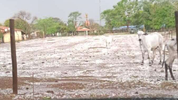 Chuva de granizo danificou latarias de veículos no bairro do Taquari Ponte em Leme