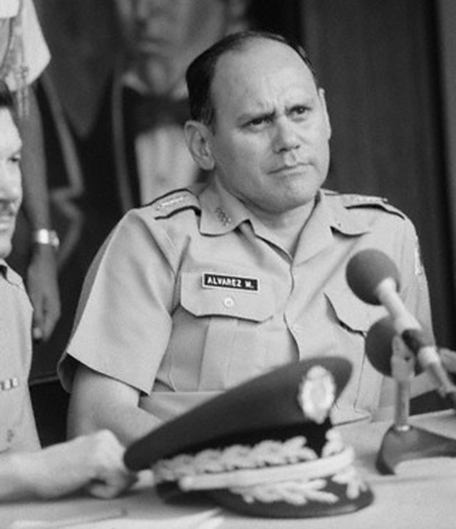 Exjefe de las Fuerzas Armadas de Honduras, tìo del polìtico nacionalista Óscar Álvarez.