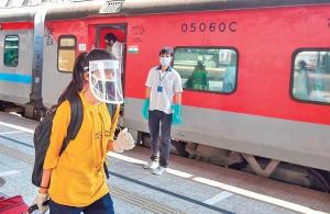 Wear mask or cough up Rs 500 as fine in trains and stations in Kerala