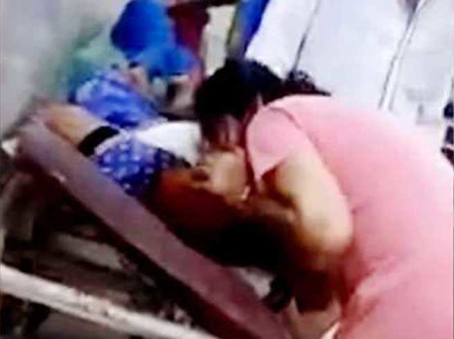 Behraich Viral video: Seeing mother's outstretched breath, she started giving oxygen to her mouth, regret over daughters could not survive.