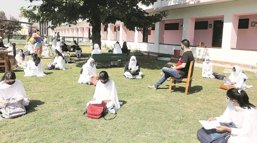 Students above 18 will be vaccinated on priority for reopening educational institutions: J&K L-G