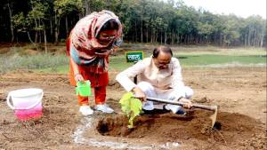 Chief Minister Shri Chouhan made a record by planting saplings for 250 consecutive days