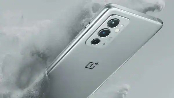 OnePlus 9RT comes with a triple lens camera